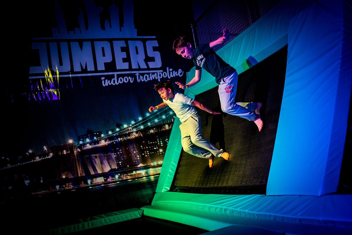 Trampoline springen bij Jumpers